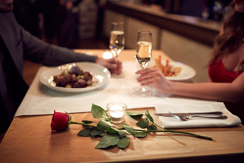 Romantic dinner restaurant (1)
