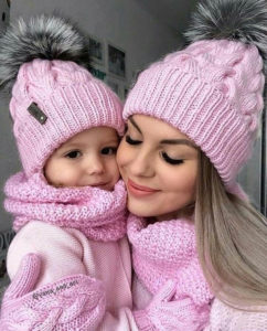 mom and daughter matching hats