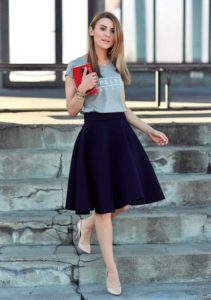 Short sleevw t-shirt and midi skirt