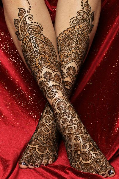 bridal mehndi for legs design