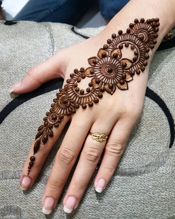 Simple and Easy Mehndi Designs for Bridal and Karva Chauth
