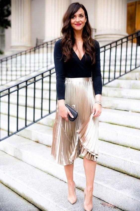 Golden pleated skirt with blouse otfit