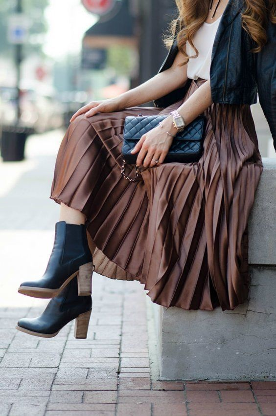 how to style pleated skirt in winter