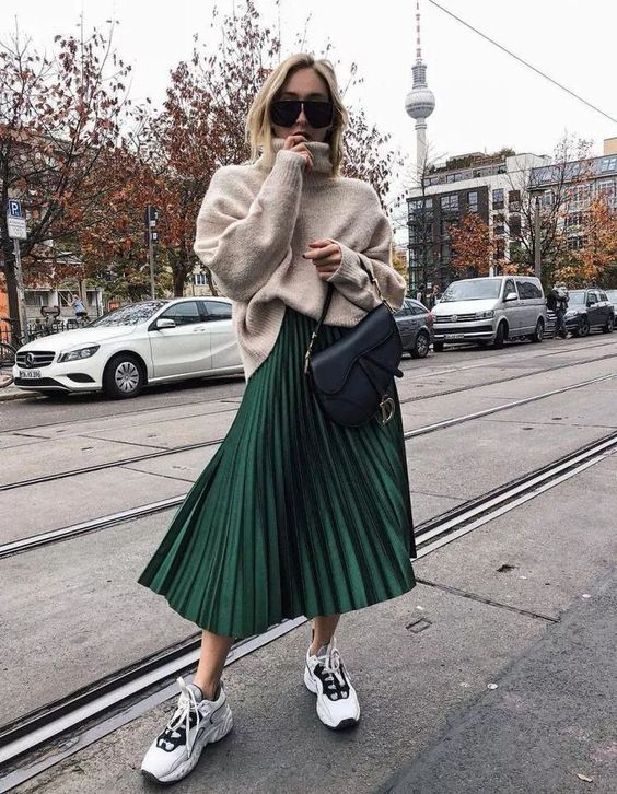 pleated skirt with oversized kint wear